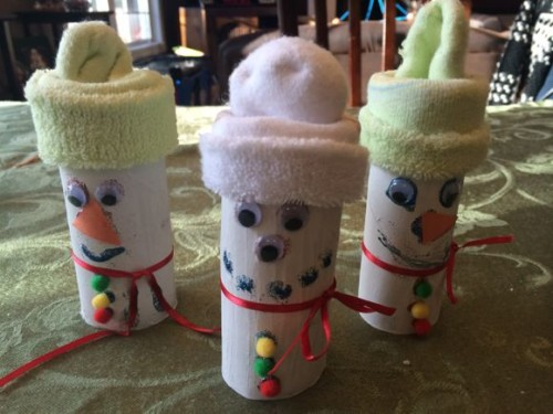 Here is a fun snowman craft you can make after reading a book like Frosty the Snowman!