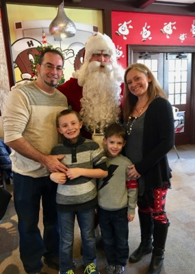 Picture with Santa at Hersheypark Place