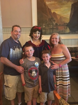 Snow White at Story Book Dining